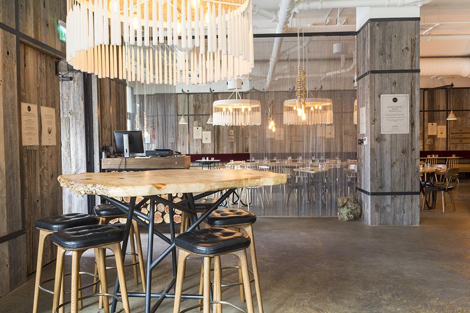 OAKS Restaurant And Bar