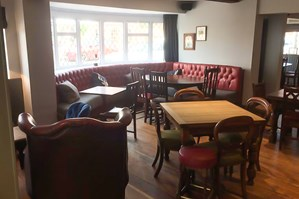 The Royal Oak Pub & Kitchen Photo 5