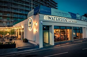 Waterside Bar + Kitchen  Photo 5