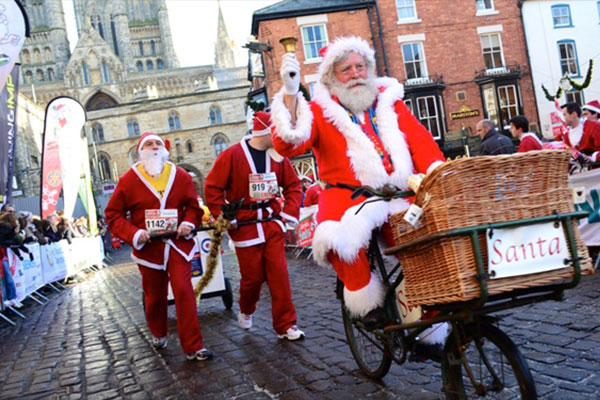 Christmas Lincoln http://www.visitlincoln.com/whats-on/santa-fun-run-2014